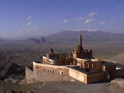 İshak Paşa Sarayı; İshak Paşa Sarayı nerededir, kim tarafından ne zaman yapılmıştır?