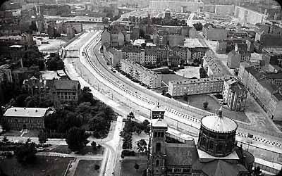 Berlin Duvarı Nedir? Neden Yapıldı ve Neden Yıkıldı? Berlin Duvarının Hikayesi